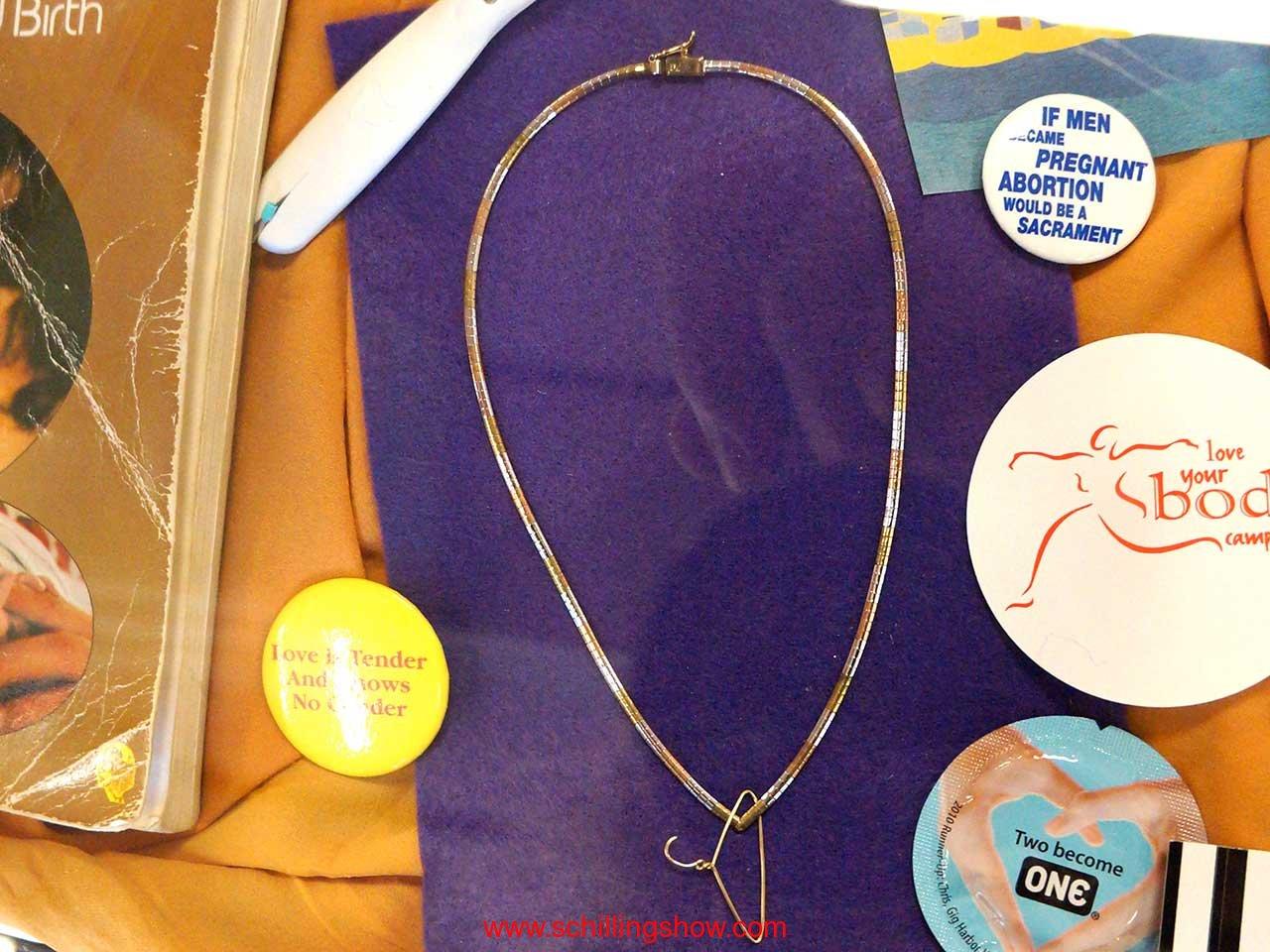 coat-hanger-necklace